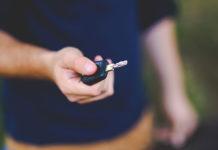 Samochód używany od dealera – zalety i wady