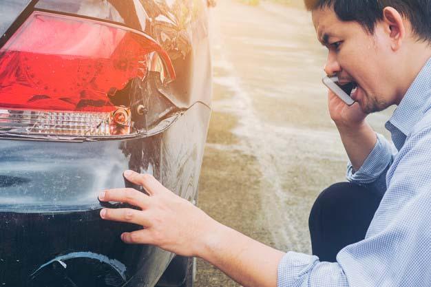 Wyłudzanie odszkodowania na drodze – jak sobie z tym radzić?